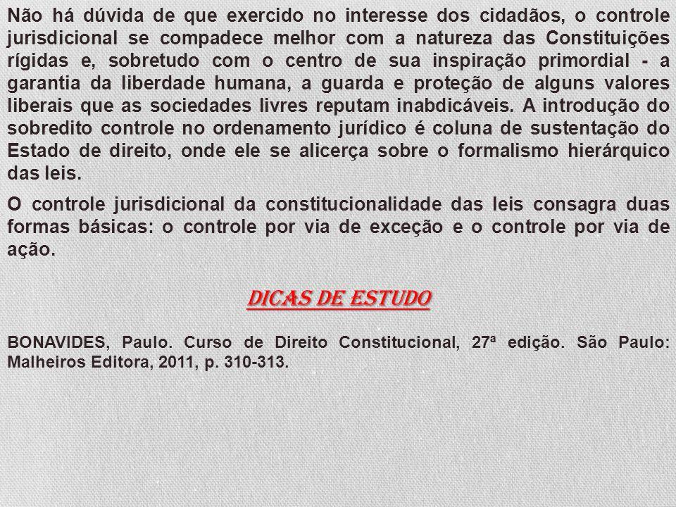 Não há dúvida de que exercido no interesse dos cidadãos, o controle jurisdicional se compadece melhor com a natureza das Constituições rígidas e, sobr
