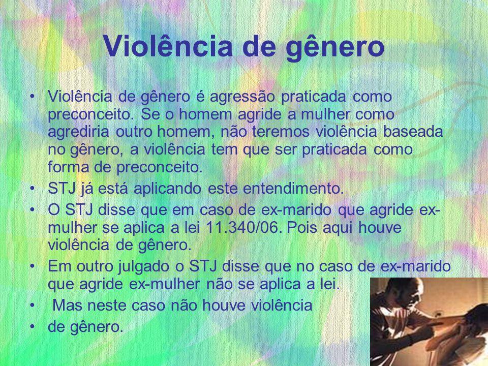 Violência de gênero Violência de gênero é agressão praticada como preconceito. Se o homem agride a mulher como agrediria outro homem, não teremos viol