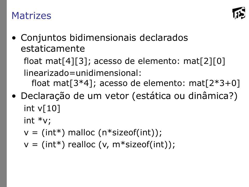 Matrizes Conjuntos bidimensionais declarados estaticamente float mat[4][3]; acesso de elemento: mat[2][0] linearizado=unidimensional: float mat[3*4];