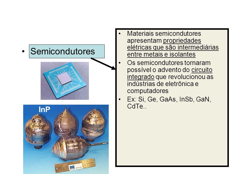 Semicondutores Materiais semicondutores apresentam propriedades elétricas que são intermediárias entre metais e isolantes Os semicondutores tornaram p