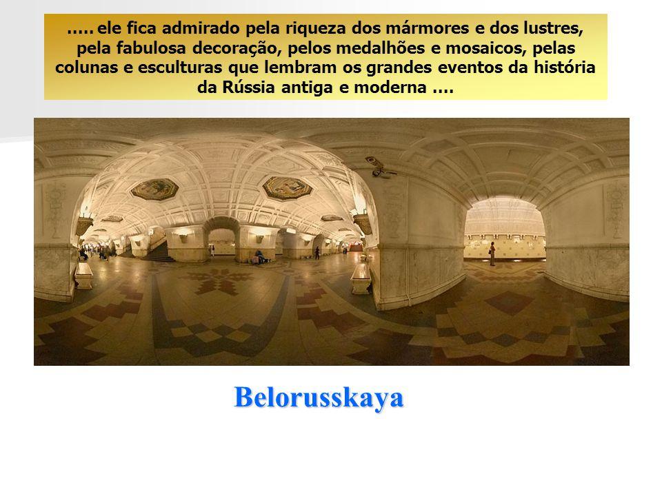 Baumanskaya O visitante estrangeiro tem a impressão de passear nas amplas salas de um palácio......