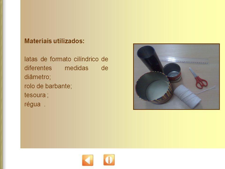 Materiais utilizados: latas de formato cilíndrico de diferentes medidas de diâmetro; rolo de barbante; tesoura ; régua.