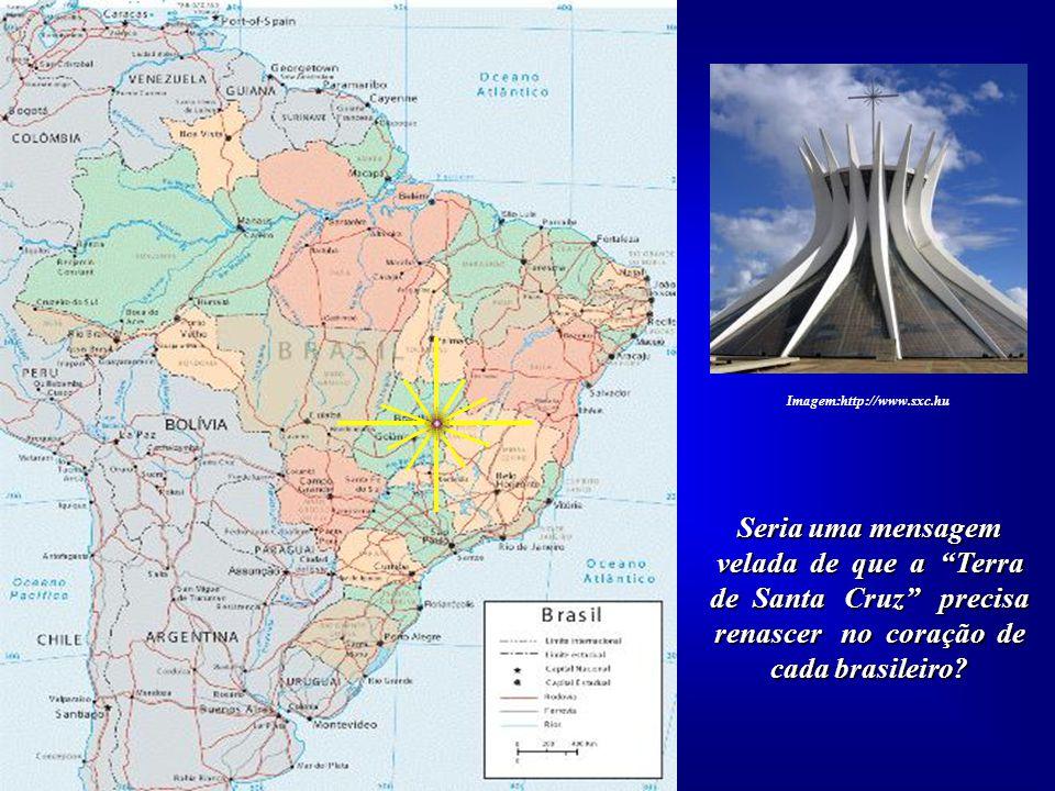 A Cruz da Catedral de Brasília, como se sinalizasse algo para o futuro, está vol- tada para o Norte. Seus quatro braços e oito raios somam doze. Image