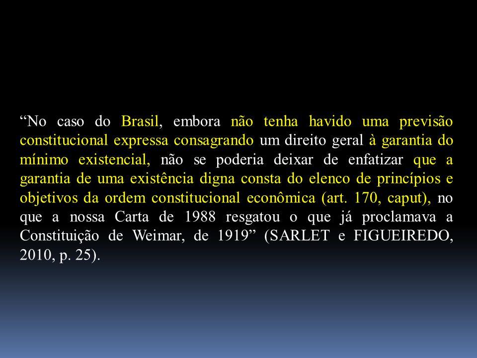 """""""No caso do Brasil, embora não tenha havido uma previsão constitucional expressa consagrando um direito geral à garantia do mínimo existencial, não se"""