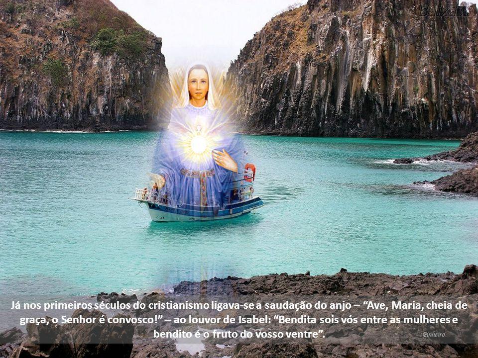 Já nos primeiros séculos do cristianismo ligava-se a saudação do anjo – Ave, Maria, cheia de graça, o Senhor é convosco! – ao louvor de Isabel: Bendita sois vós entre as mulheres e bendito é o fruto do vosso ventre .