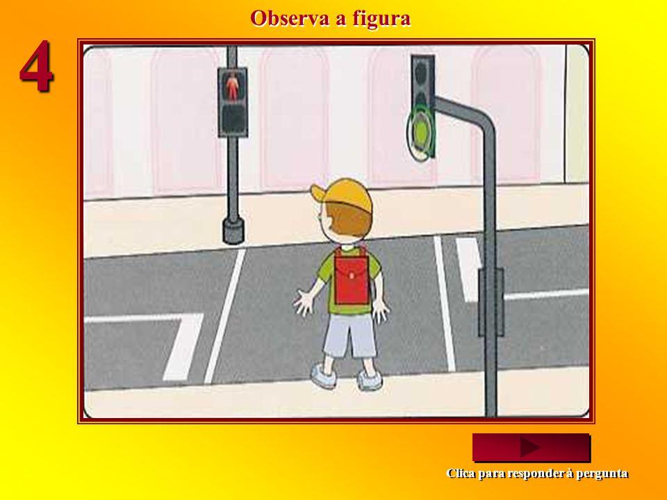 Estes dois amigos vão atravessar a rua. Comportam-se correctamente? Sim. Estão parados no passeio, a ver se se aproximam veículos. Não. Deviam sair do