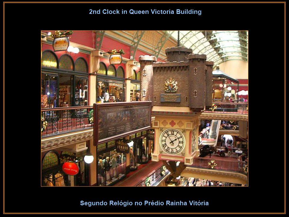 Clock in Queen Victoria Building Relógio no Prédio Rainha Vitória