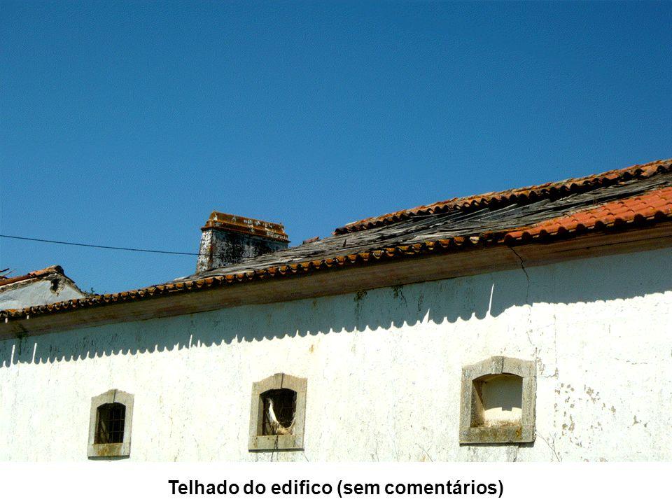 Telhado do edifico (sem comentários)
