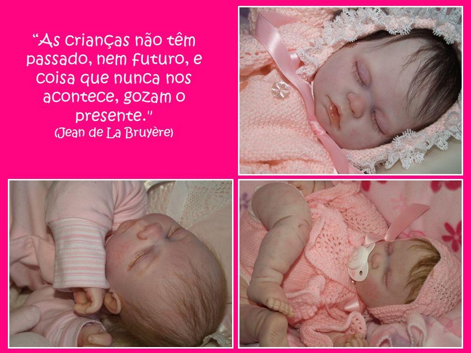 As crianças não têm passado, nem futuro, e coisa que nunca nos acontece, gozam o presente. (Jean de La Bruyère)