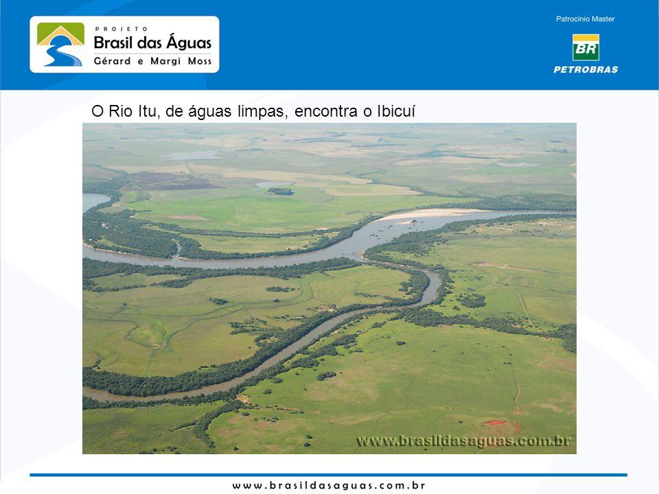 O Rio Itu, de águas limpas, encontra o Ibicuí