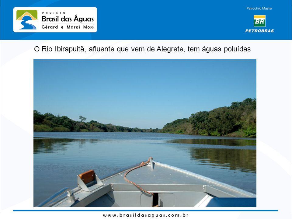 O Rio Ibirapuitã, afluente que vem de Alegrete, tem águas poluídas