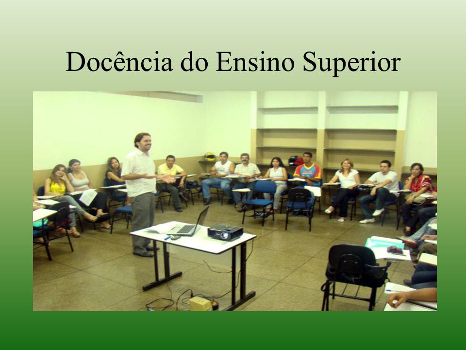 BREVE GÊNESE HISTÓRICA Os cursos de licenciatura foram instituídos no Brasil em 1934, na Universidade de São Paulo, com a finalidade de explicitar e oferecer aos bacharéis das várias áreas os conhecimentos pedagógicos necessários às atividades de ensinar.