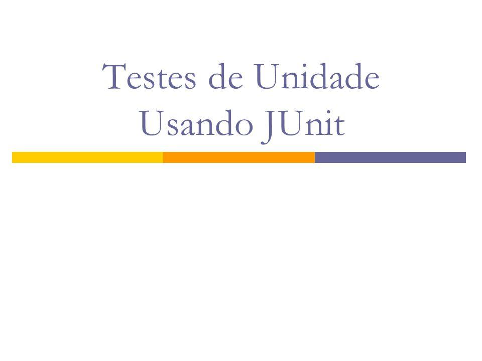 Primeiro Exemplo (1/2) import junit.framework.TestCase; /** * Testes de unidade para a classe {@link Pessoa} */ public class TestPessoa extends TestCase { /** * Um teste de unidade para verificar se o nome está * formatado corretamente */ public void testObterNomeCompleto() { Pessoa p = new Pessoa( Fulano , Tal ); assertEquals( Fulano Tal , p.getNomeCompleto()); }