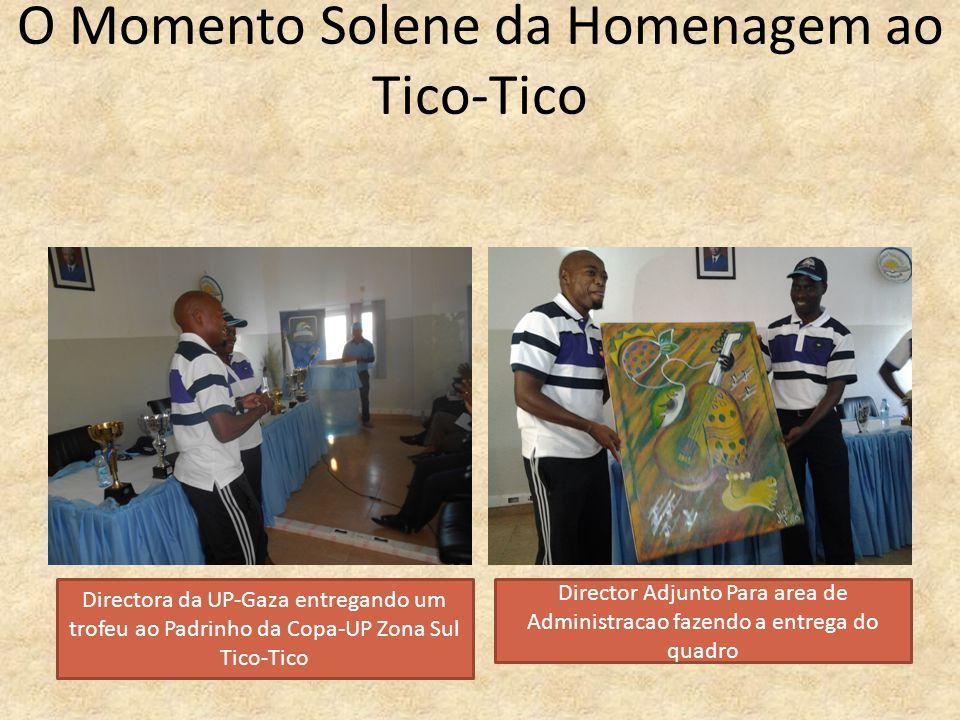O Momento Solene da Homenagem ao Tico-Tico Directora da UP-Gaza entregando um trofeu ao Padrinho da Copa-UP Zona Sul Tico-Tico Director Adjunto Para a