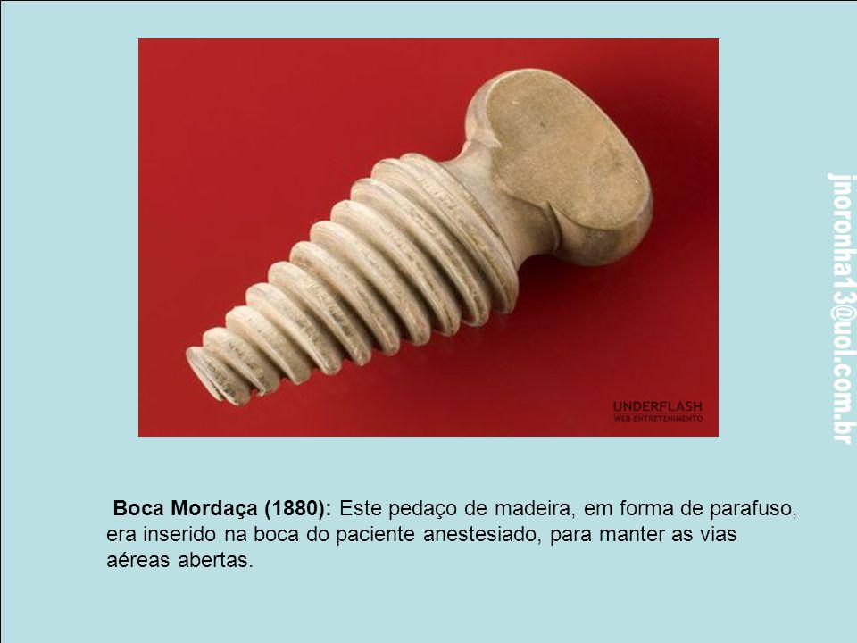 Escarificador (1910): Escarificadores eram utilizados em derramamento de sangue. As lâminas de mola, neste dispositivo,cortavam a pele, e um copo de v