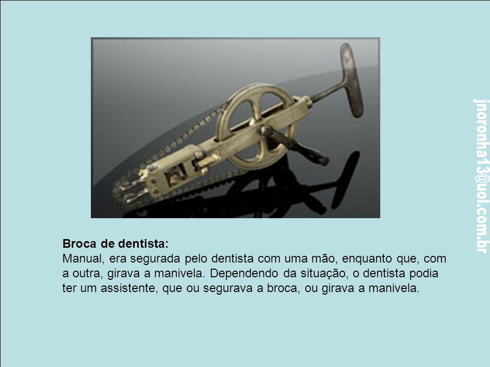 """Tesoura Removedora (1500): Enquanto as """"pás"""" abriam o caminho, o eixo central era inserido na ferida para prender e retirar o objetivo da operação, qu"""