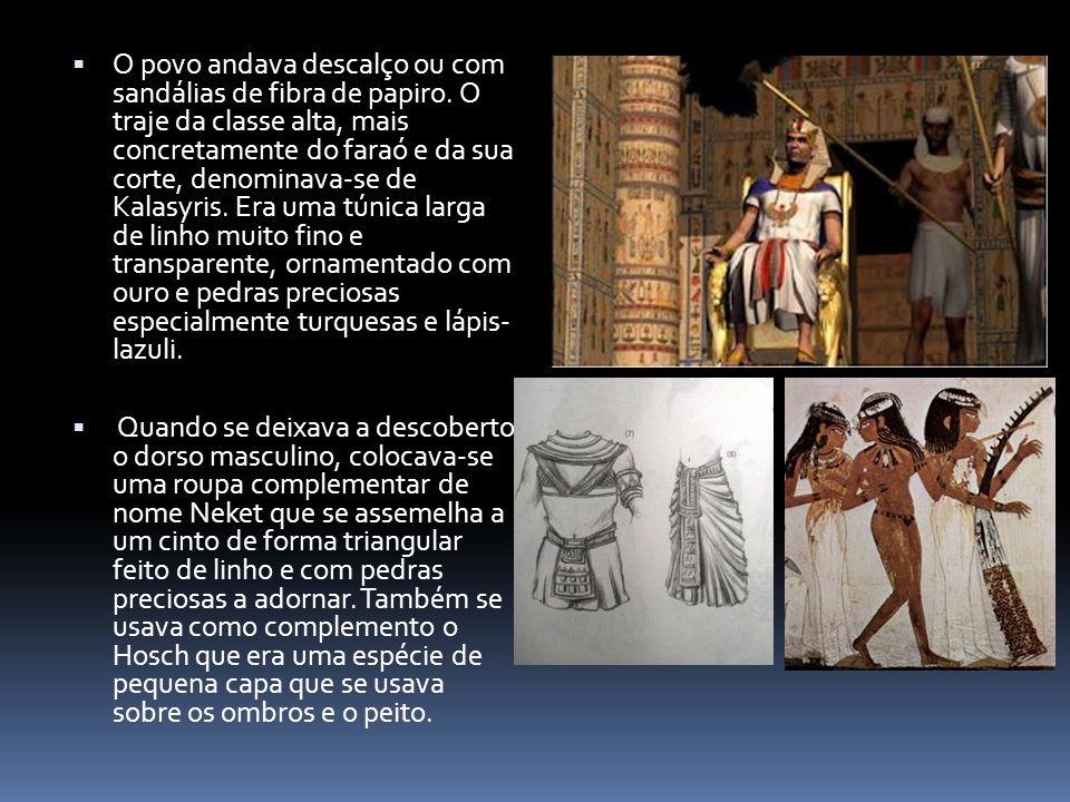  O povo andava descalço ou com sandálias de fibra de papiro. O traje da classe alta, mais concretamente do faraó e da sua corte, denominava-se de Kal