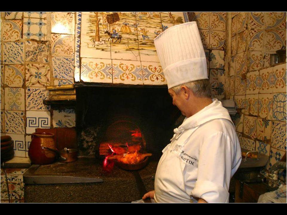 Dessa data também é o seu famoso forno de lenha, que hoje em dia segue atraindo os comensais com o cheiro de seus tentadores assados.