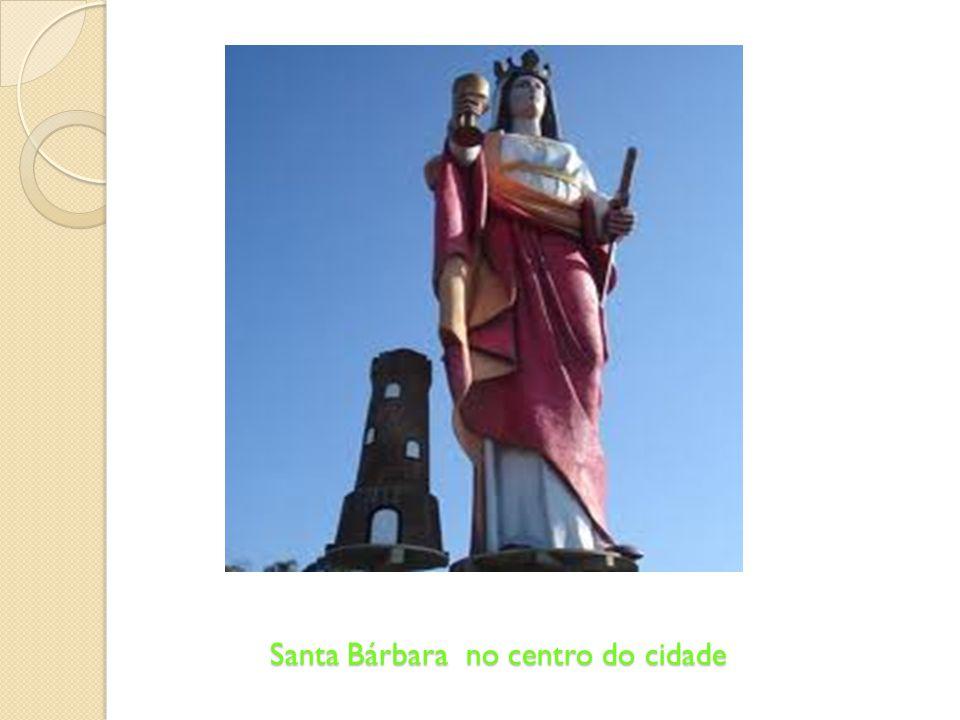 Santa Bárbara no centro do cidade