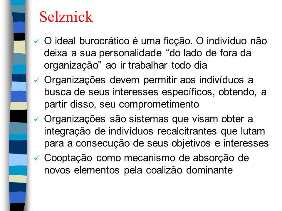 """Selznick O ideal burocrático é uma ficção. O indivíduo não deixa a sua personalidade """"do lado de fora da organização"""" ao ir trabalhar todo dia Organiz"""