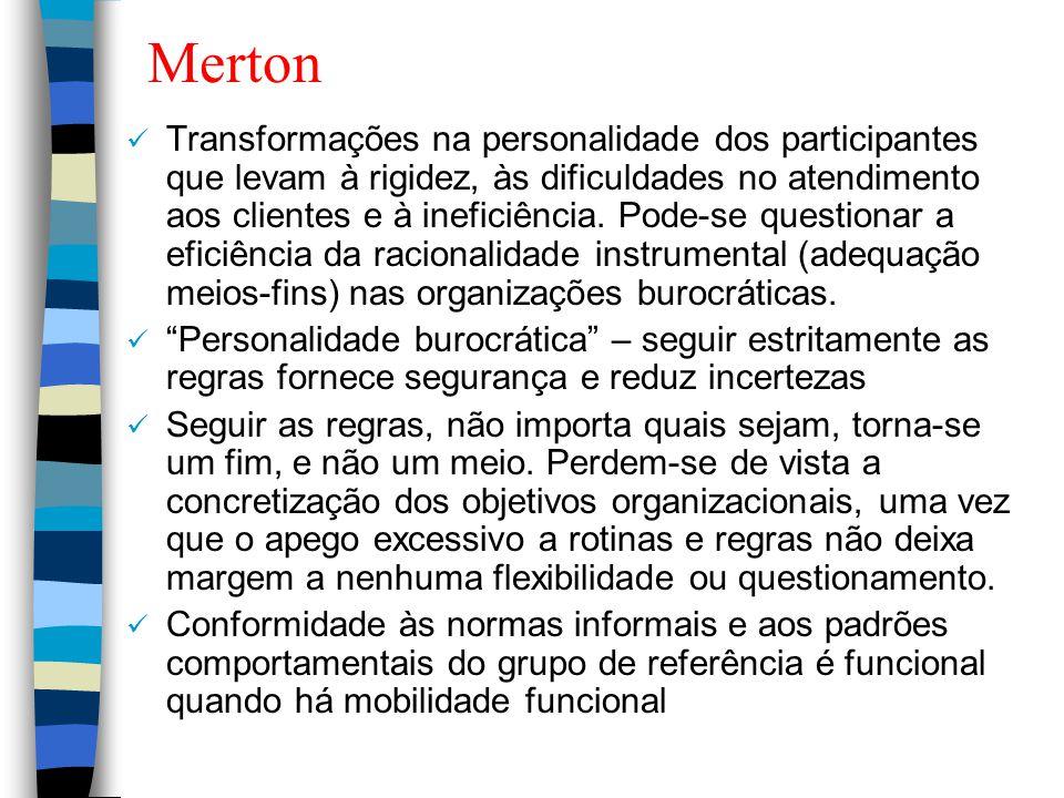 Merton Transformações na personalidade dos participantes que levam à rigidez, às dificuldades no atendimento aos clientes e à ineficiência. Pode-se qu