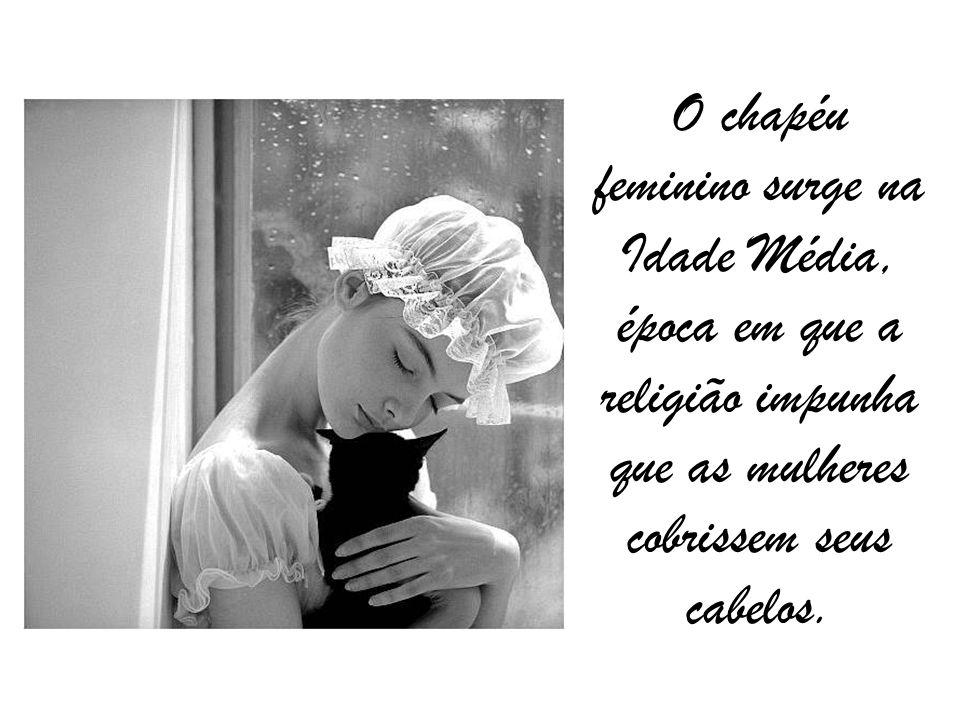 O chapéu feminino surge na Idade Média, época em que a religião impunha que as mulheres cobrissem seus cabelos.