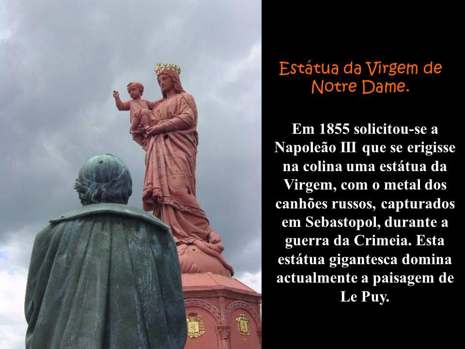 Em 1855 solicitou-se a Napoleão III que se erigisse na colina uma estátua da Virgem, com o metal dos canhões russos, capturados em Sebastopol, durante a guerra da Crimeia.