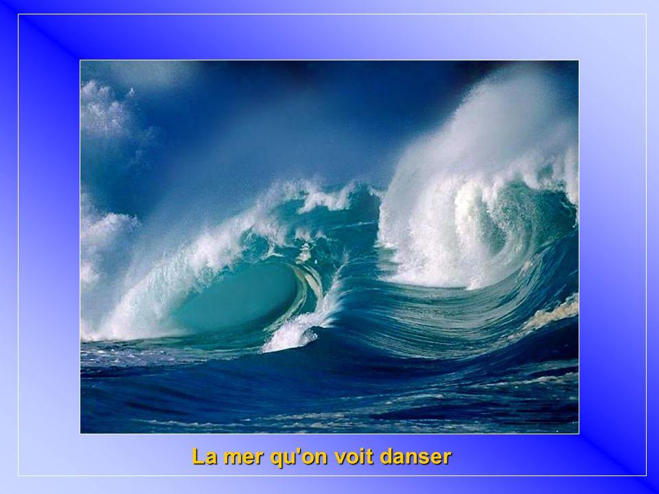 « La Mer » foi escrita em vinte minutos, por Charles Trenet (letra) e Leo Charliac (música), em um trem entre Narbonne e Carcassonne, em 1943, e gravada em 1946.