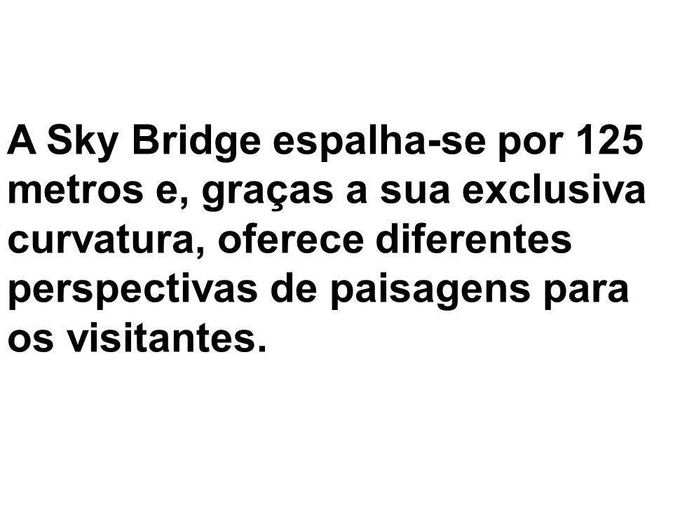 A Sky Bridge espalha-se por 125 metros e, graças a sua exclusiva curvatura, oferece diferentes perspectivas de paisagens para os visitantes.