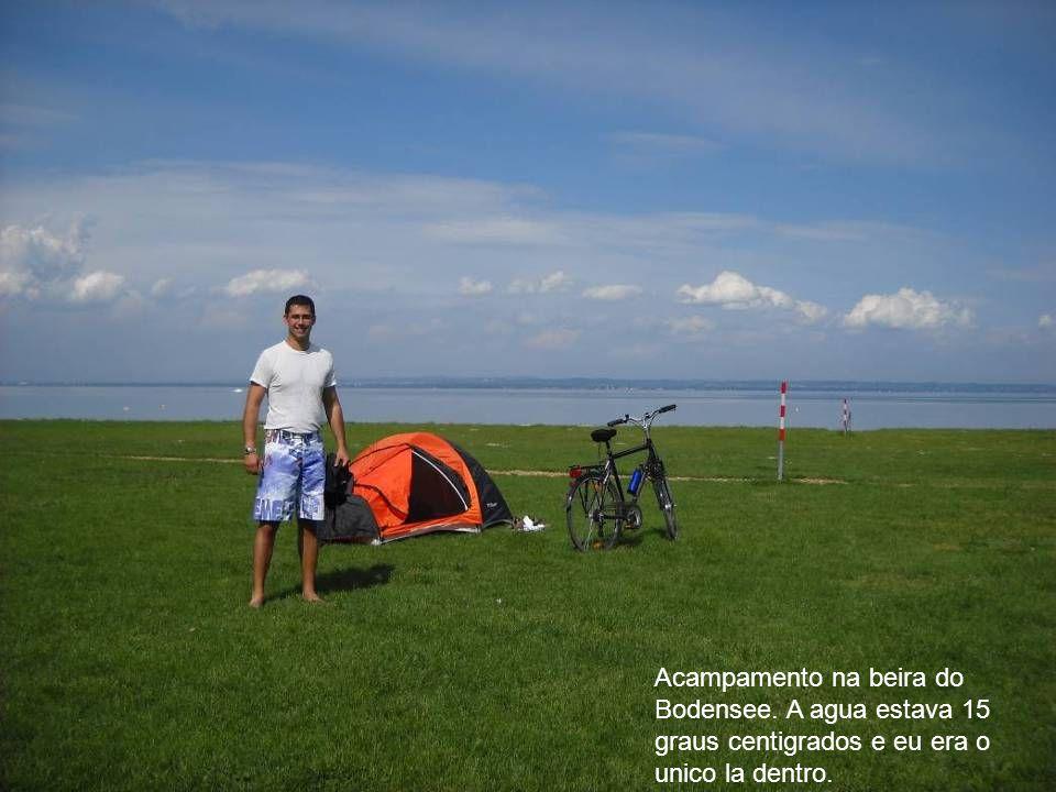 Acampamento na beira do Bodensee. A agua estava 15 graus centigrados e eu era o unico la dentro.