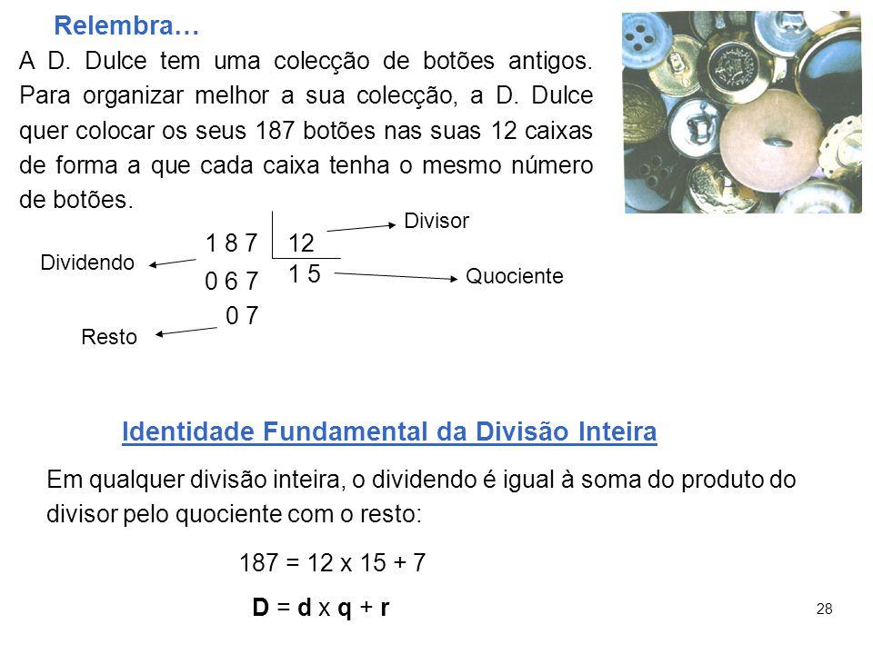 Relembra… A D. Dulce tem uma colecção de botões antigos.