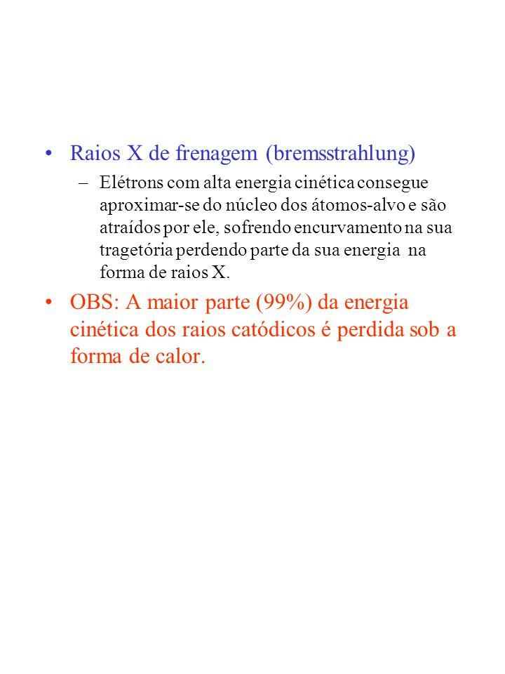 FILTROS Quando uma radiação X policromática passa através de um filtro, sua energia média aumenta Antes de alcançar a película radiográfica os raios X sofrem atenuações: –Filtração na parede da ampola de raios X –Filtros metálicos –estruturas biológicas do paciente –écrans reforçadores RESTRITORES –delimita a área do feixe de raios X –diafragma - folhas de chumbo com um orifício no centro COLIMADORES –são os melhores restritores –Dotados de iluminação própria