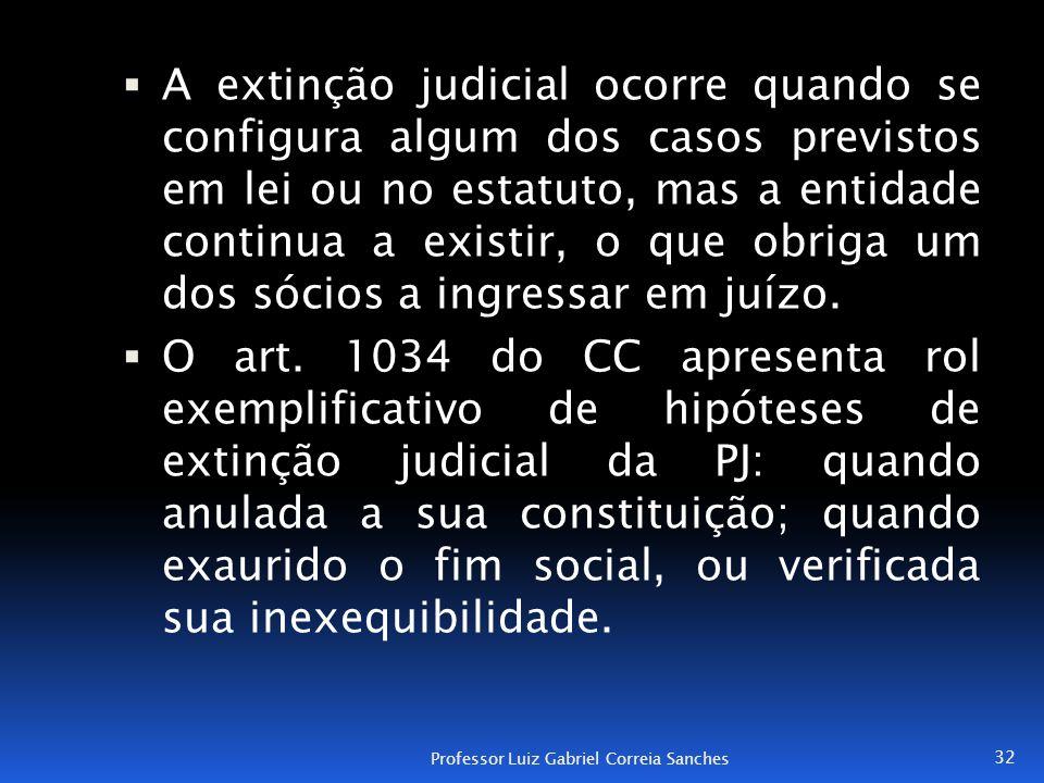  A extinção judicial ocorre quando se configura algum dos casos previstos em lei ou no estatuto, mas a entidade continua a existir, o que obriga um d