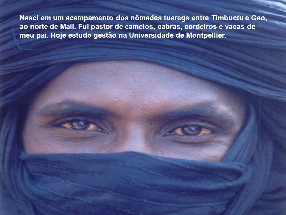 Nasci em um acampamento dos nômades tuaregs entre Timbuctu e Gao, ao norte de Mali.