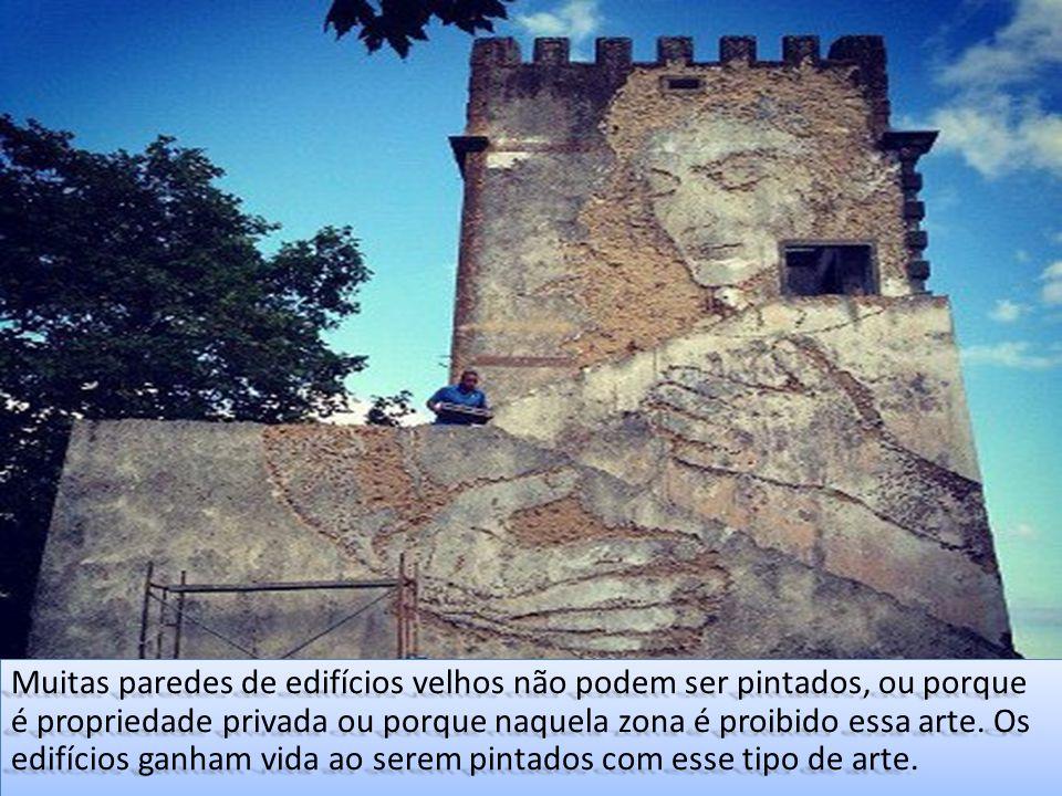 Muitas paredes de edifícios velhos não podem ser pintados, ou porque é propriedade privada ou porque naquela zona é proibido essa arte. Os edifícios g