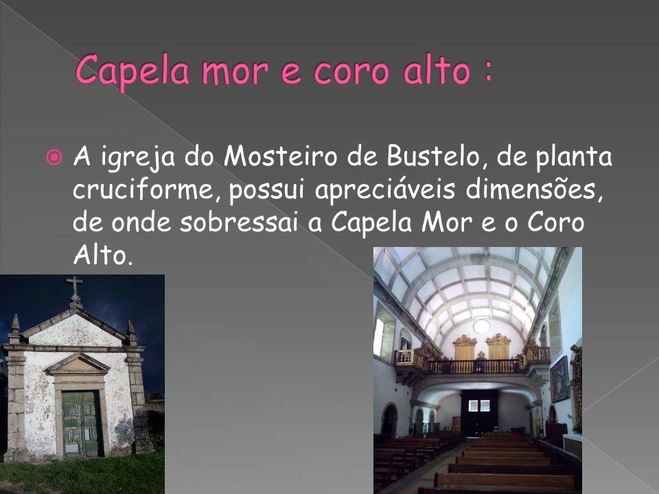  A igreja do Mosteiro de Bustelo, de planta cruciforme, possui apreciáveis dimensões, de onde sobressai a Capela Mor e o Coro Alto.
