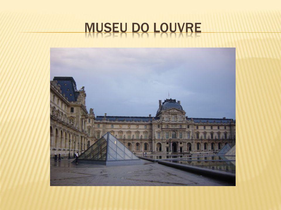  O quadro de Mona lisa encontra-se exposto no Museu do Louvre, em Paris.
