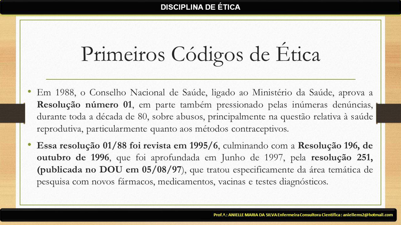 Primeiros Códigos de Ética Em 1988, o Conselho Nacional de Saúde, ligado ao Ministério da Saúde, aprova a Resolução número 01, em parte também pressionado pelas inúmeras denúncias, durante toda a década de 80, sobre abusos, principalmente na questão relativa à saúde reprodutiva, particularmente quanto aos métodos contraceptivos.