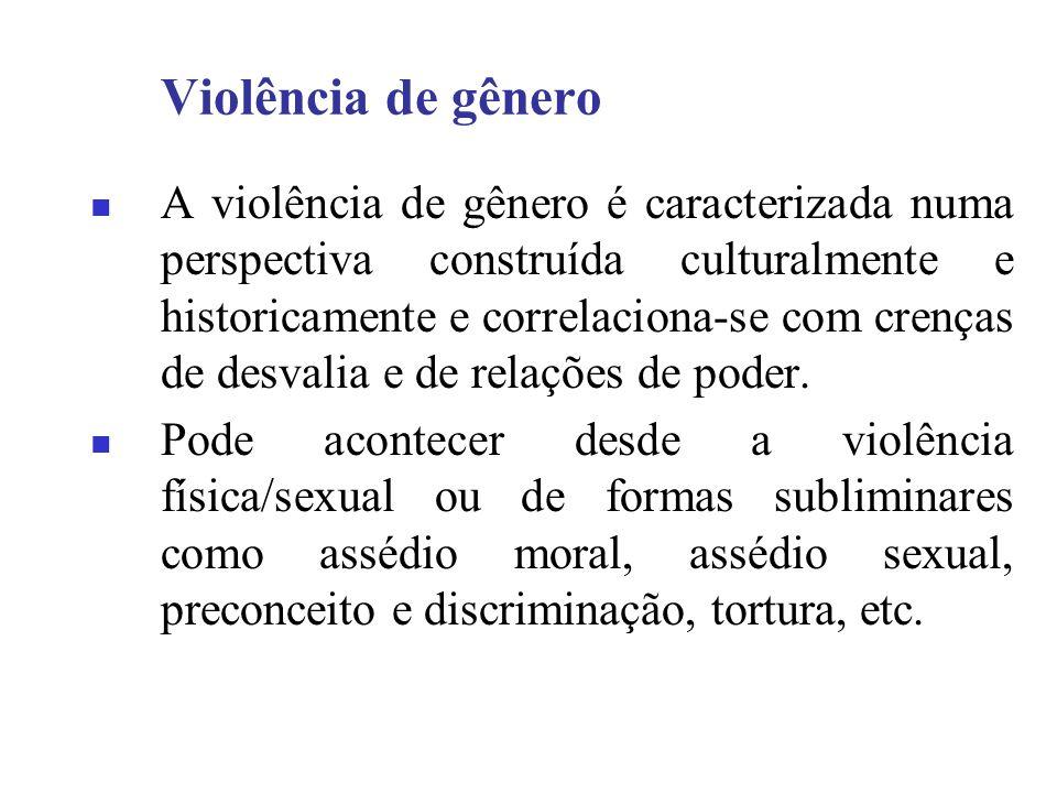 Violência de gênero A violência de gênero é caracterizada numa perspectiva construída culturalmente e historicamente e correlaciona-se com crenças de desvalia e de relações de poder.
