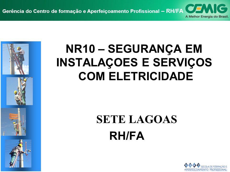NR-10 SEGURANÇA EM INSTALAÇÕES E SERVIÇOS EM ELETRICIDADE Gerência do Centro de formação e Aperfeiçoamento Profissional – RH/FA 10.1 - OBJETIVO E CAMPO DE APLICAÇÃO 10.2 - MEDIDAS DE CONTROLE 10.2.8 - MEDIDAS DE PROTEÇÃO COLETIVA 10.2.9 - MEDIDAS DE PROTEÇÃO INDIVIDUAL 10.3 - SEGURANÇA EM PROJETOS 10.4 - SEGURANÇA NA CONSTRUÇÃO, MONTAGEM, OPERAÇÃO E MANUTENÇÃO 10.5 - SEGURANÇA EM INSTALAÇÕES ELÉTRICAS DESENERGIZADAS 10.6 - SEGURANÇA EM INSTALAÇÕES ELÉTRICAS ENERGIZADAS 10.7 - TRABALHOS ENVOLVENDO ALTA TENSÃO (AT) 10.8 - HABILITAÇÃO, QUALIFICAÇÃO, CAPACITAÇÃO E AUTORIZAÇÃO DOS TRABALHADORES 10.9 - PROTEÇÃO CONTRA INCÊNDIO E EXPLOSÃO 10.10- SINALIZAÇÃO DE SEGURANÇA 10.11 - PROCEDIMENTOS DE TRABALHO 10.12 - SITUAÇÃO DE EMERGÊNCIA 10.13 – RESPONSABILIDADES 10.14 - DISPOSIÇÕES FINAIS FISCALIZAÇÃO ÍNDICE