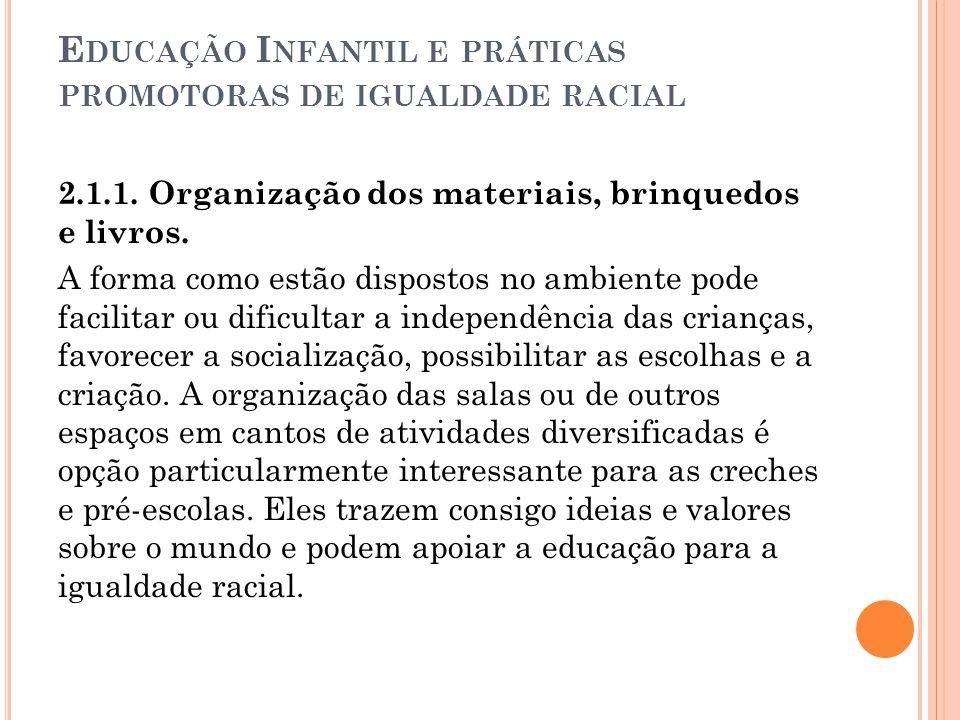 E DUCAÇÃO I NFANTIL E PRÁTICAS PROMOTORAS DE IGUALDADE RACIAL 2.1.1. Organização dos materiais, brinquedos e livros. A forma como estão dispostos no a