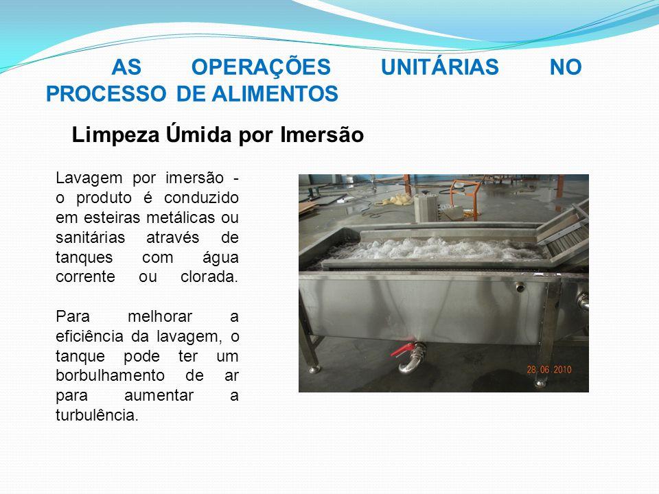 AS OPERAÇÕES UNITÁRIAS NO PROCESSO DE ALIMENTOS Lavagem por imersão - o produto é conduzido em esteiras metálicas ou sanitárias através de tanques com