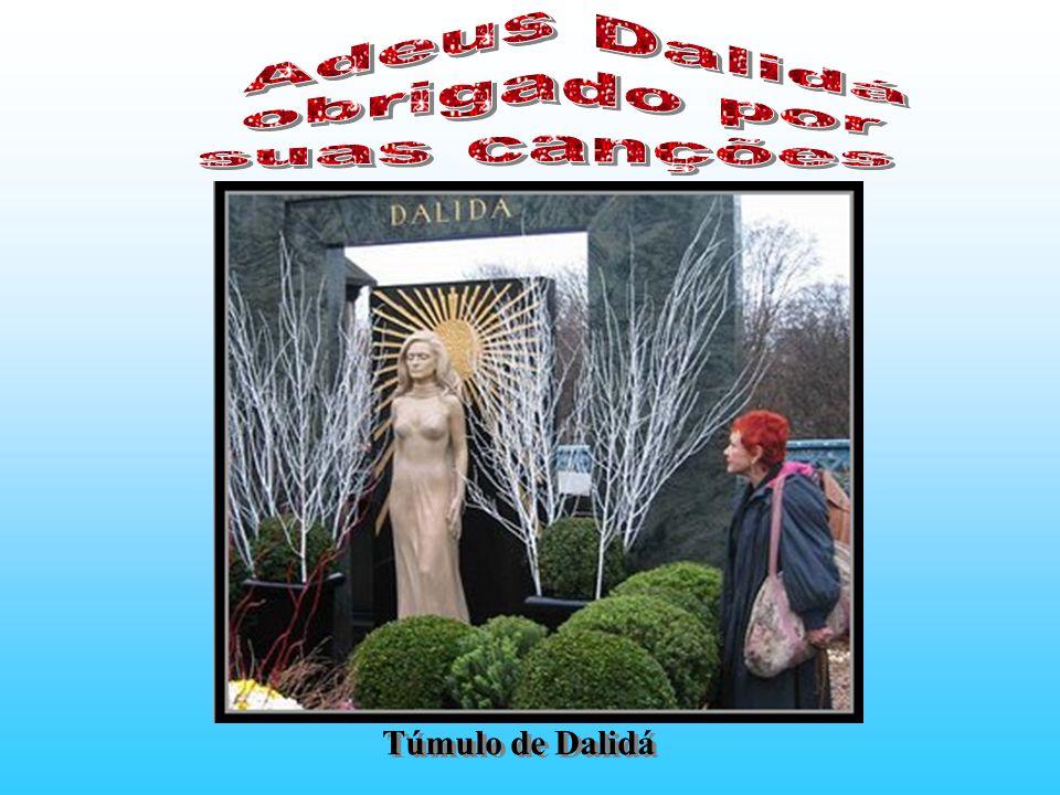 Com a morte de Luigi, Dalidá em desespero também tenta o suicídio sem sucesso. A seguir passou a viver com um playboy de reputação duvidosa, Richard C