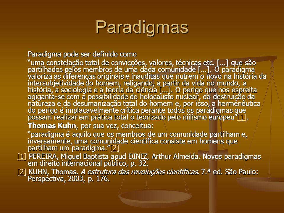 """Paradigmas Paradigma pode ser definido como """"uma constelação total de convicções, valores, técnicas etc. [...] que são partilhados pelos membros de um"""