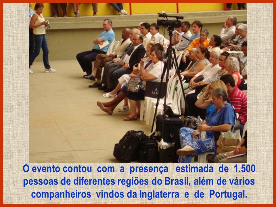 Na noite do domingo foi realizado o Evangelho no Lar na casa de Chico Xavier com muitas pessoas.