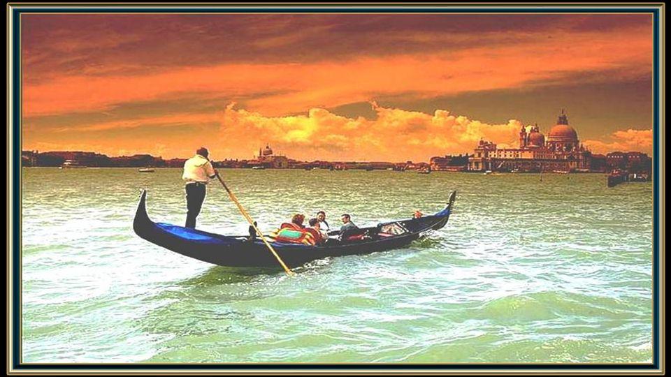 Mais um dia chega ao fim e mais uma vez Veneza, la Serenissima se veste de dourado-púrpura.