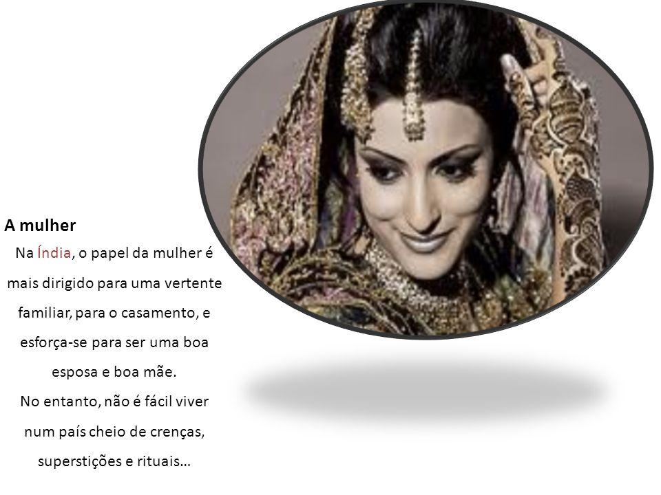 A mulher Na Índia, o papel da mulher é mais dirigido para uma vertente familiar, para o casamento, e esforça-se para ser uma boa esposa e boa mãe. No