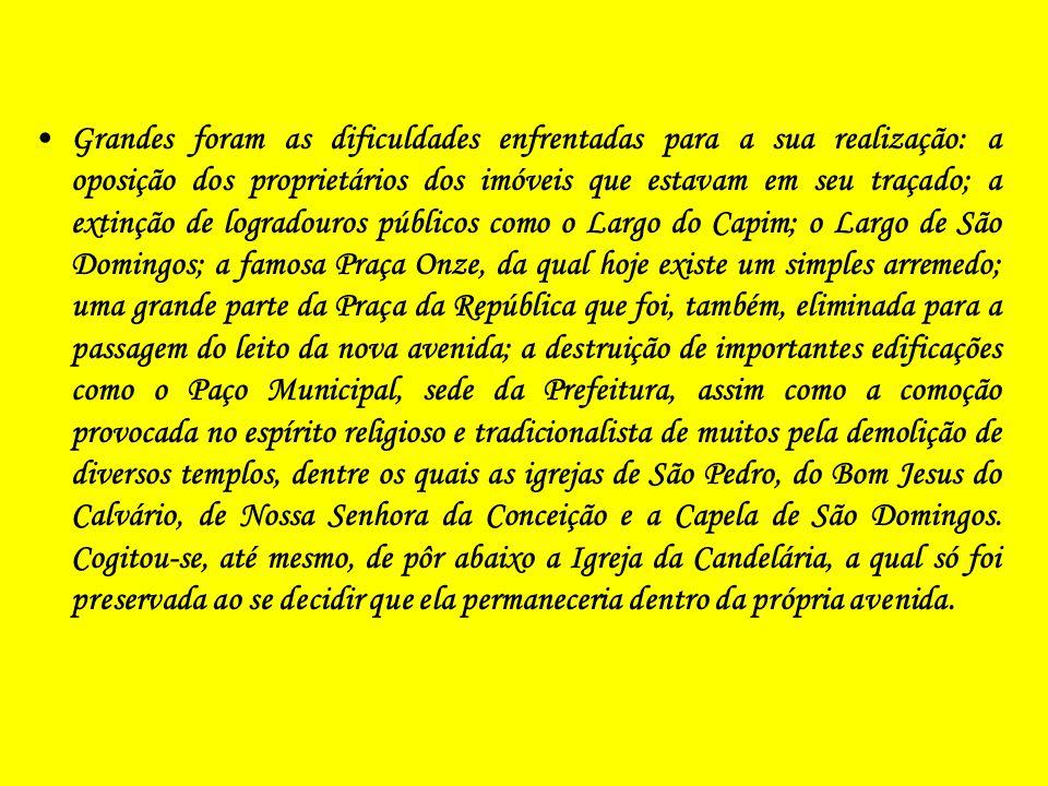 A Construção da Avenida Presidente Vargas (O Antes, o Durante e o Depois) Quem hoje passa pela movimentada Avenida Presidente Vargas, no Rio de Janeir