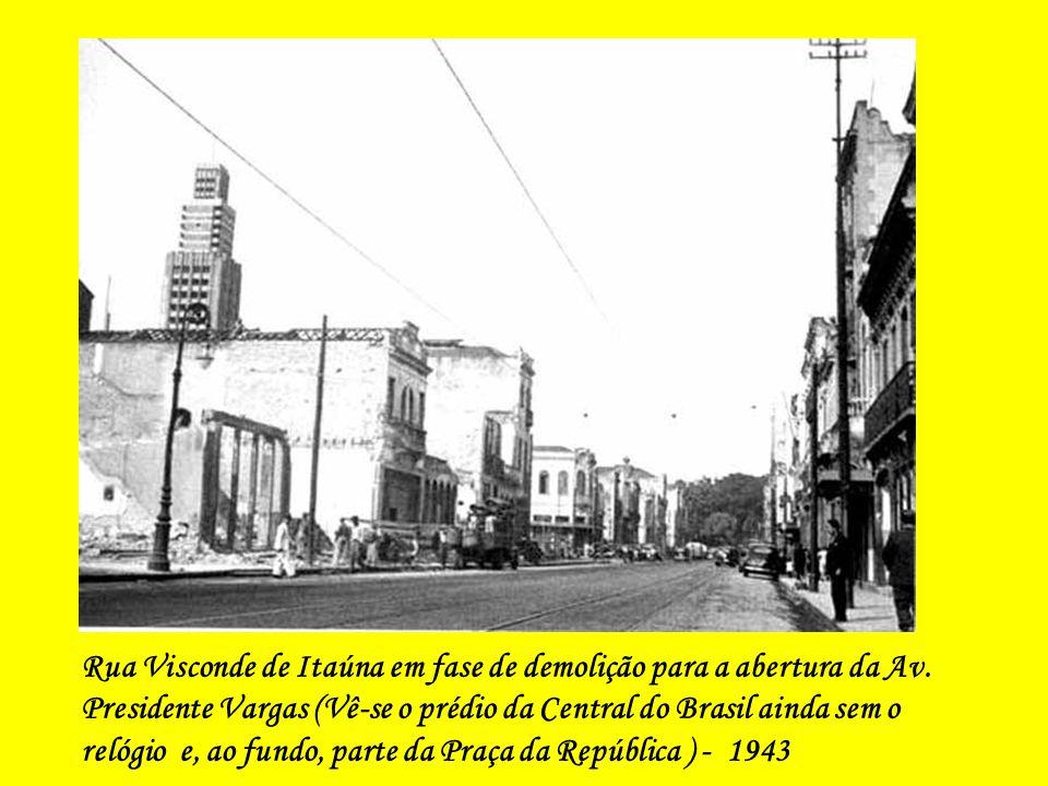 Rua Senador Eusébio esquina com a Praça da República - 1943