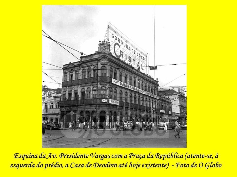 Praça 11 de Junho – O Processo de Demolição - 1943
